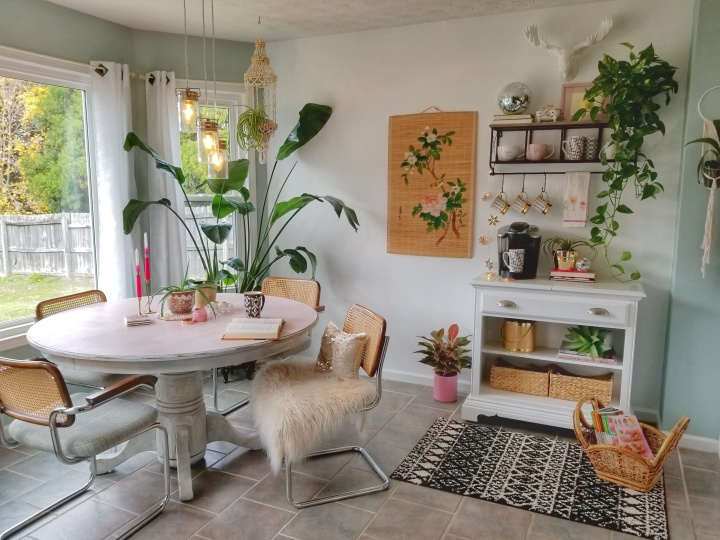 A Boho-Modern Breakfast Nook Makeover